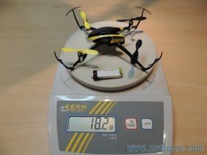 poids blade nano qx avec 2 leds et batterie